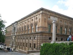 カルロス5世宮殿.jpg