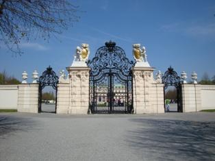 ヴェルベデーレ宮殿1.JPG