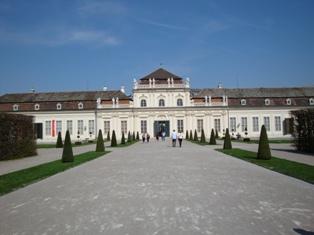 ヴェルベデーレ宮殿4.JPG