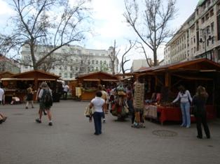 ヴェレシュマルティ広場1.JPG